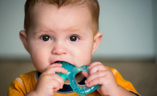 A quel ge b b fait ses dents - A quel age couper les ongles de bebe ...