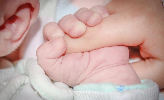 Un fœtus découvert dans le ventre d'un nouveau-né — Inde