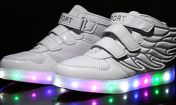 7d827146de3 Des chaussures qui font de la lumière ...