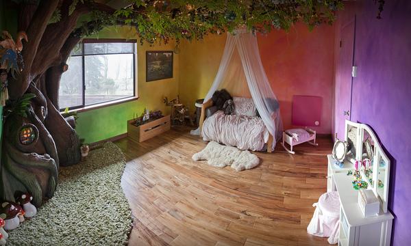 un papa construit une chambre f rique sa fille. Black Bedroom Furniture Sets. Home Design Ideas